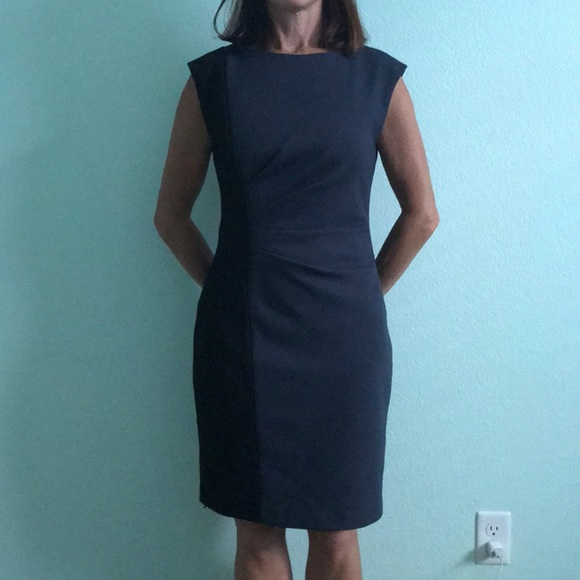 739d8900303 Tahari size 4 dress. M 5b4d51a27386bc5f78a5b59b